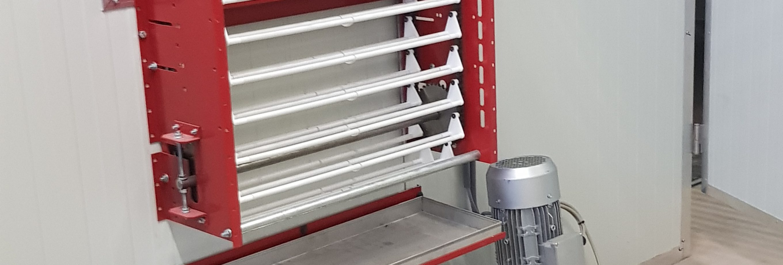 Elevator voor verticaal transport van eieren