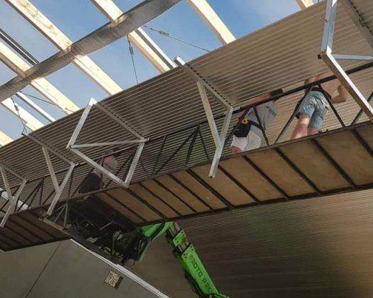Snelle montage van plafond panelen bij Dekker Ede